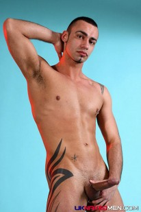 Tony Displays Big Muscles from Uk Naked Men