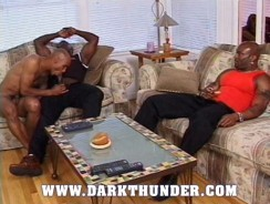 Bodybuiler Threeway Fuck from Dark Thunder