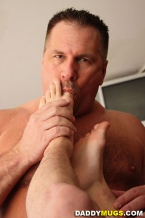 Worshiping Krists Feet from Daddy Mugs