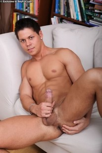 Straight amateur paulie strips and jerks off 6