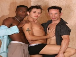 Interracial 3way from Wank Off World