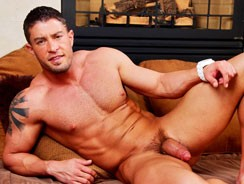 Gay Porn - Aiming To Please from Cody Cummings