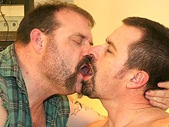 Gay Porn - Brett Kenyon And Tj Wolfe from Hairy And Raw