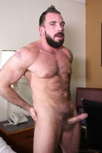 Muscle Bear Johnny Parker from The Guy Site
