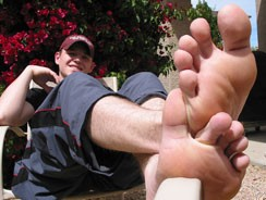 Barefoot Fun In The Sun from Toegasms