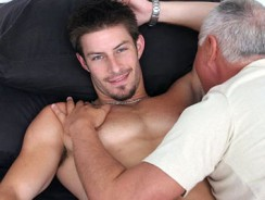 Gay Porn - Mike Roberts Serviced from Jake Cruise