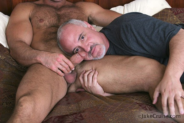 мужик и мужик трахают-се2