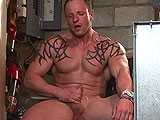 Tatoo Muscle Hunk
