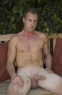 Jamie Shows Buffed Body from Island Studs