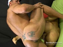 Muscular Hunk Sex from Bentleyrace