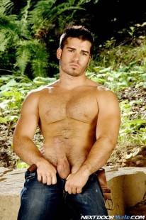 Muscle Hunk Vince from Next Door Pass
