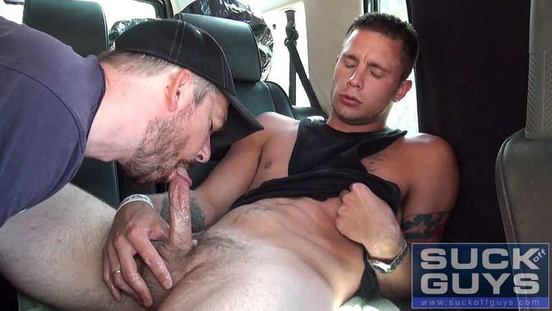 Barber sucking on guys dick — photo 1