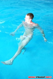 Adam Johnny Fuck Underwater from Broke Straight Boys