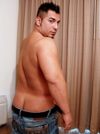 Beefy Muscle Ashton from The Guy Site