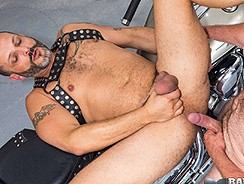 Bear Steven And Ricky Rick from Bareback That Hole
