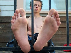 Sexy Barefoot Straight Ion from Toegasms