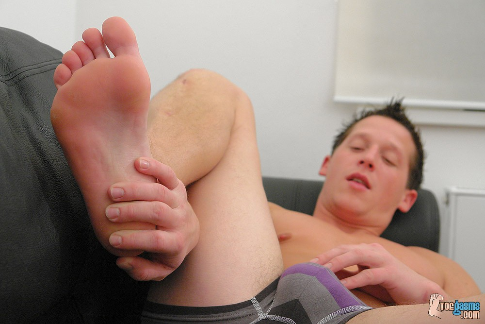 ... Cum Splashed Over His Perfect from Toegasms ...
