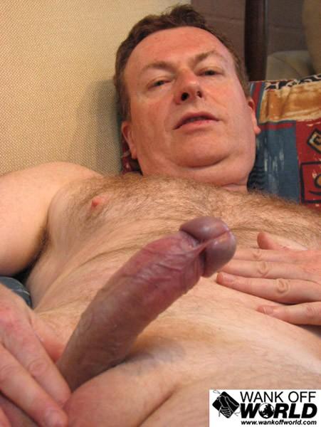 Фото как зрелые мужики себе мастурбируют