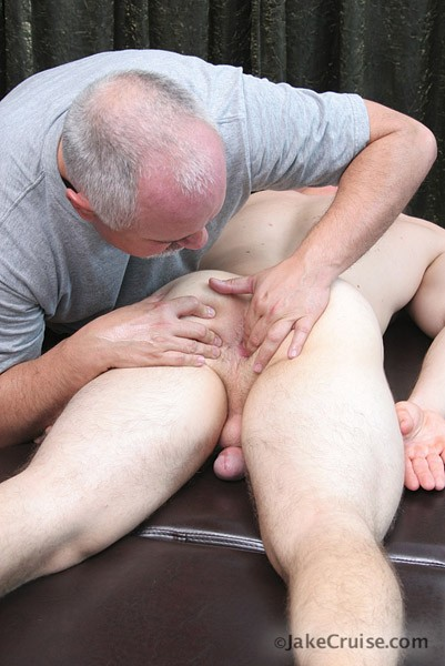 Amateur gay forum servicing a hung straight 9